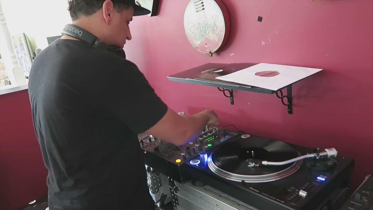 Turntable practice! Dope to play new music+classics on vinyl 9 days til #BackToVinylTour w/ @DJBADBOYBILL #SkamLife https://t.co/t854fyXoyR