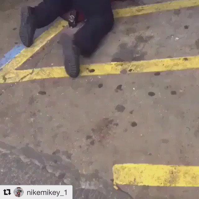 This is just insane. I don't see a gun. This is just plain murder. #altonsterling #blacklivesmatter. https://t.co/efohpCl4qp