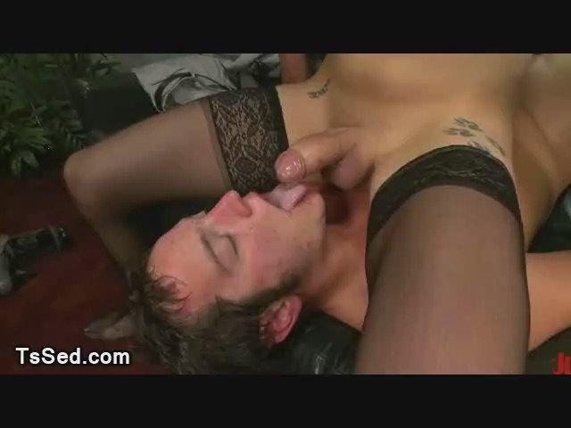 Порно Взять В Рот Сперму У Трансексуала