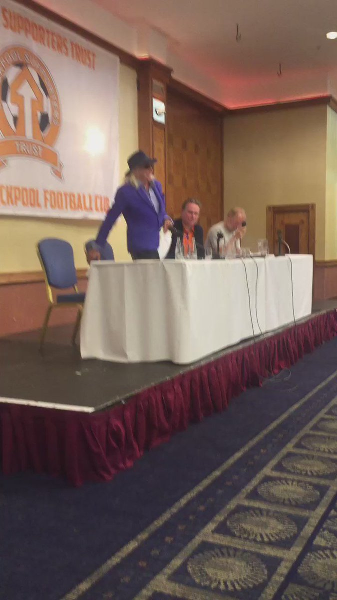Owen Oyston leaves to a 'mixed' reception. https://t.co/ma6Gi5akEx