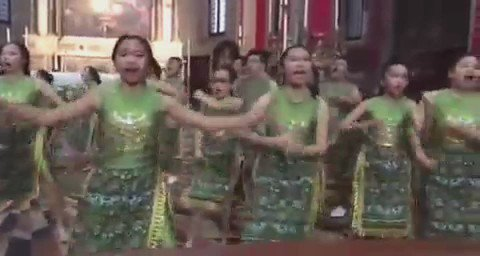 The Rezonans children choir Indonesia juara 1 paduan suara anak2 dan juara Grand Prix slrh kategori di Venice. https://t.co/3ydOkbG9pY
