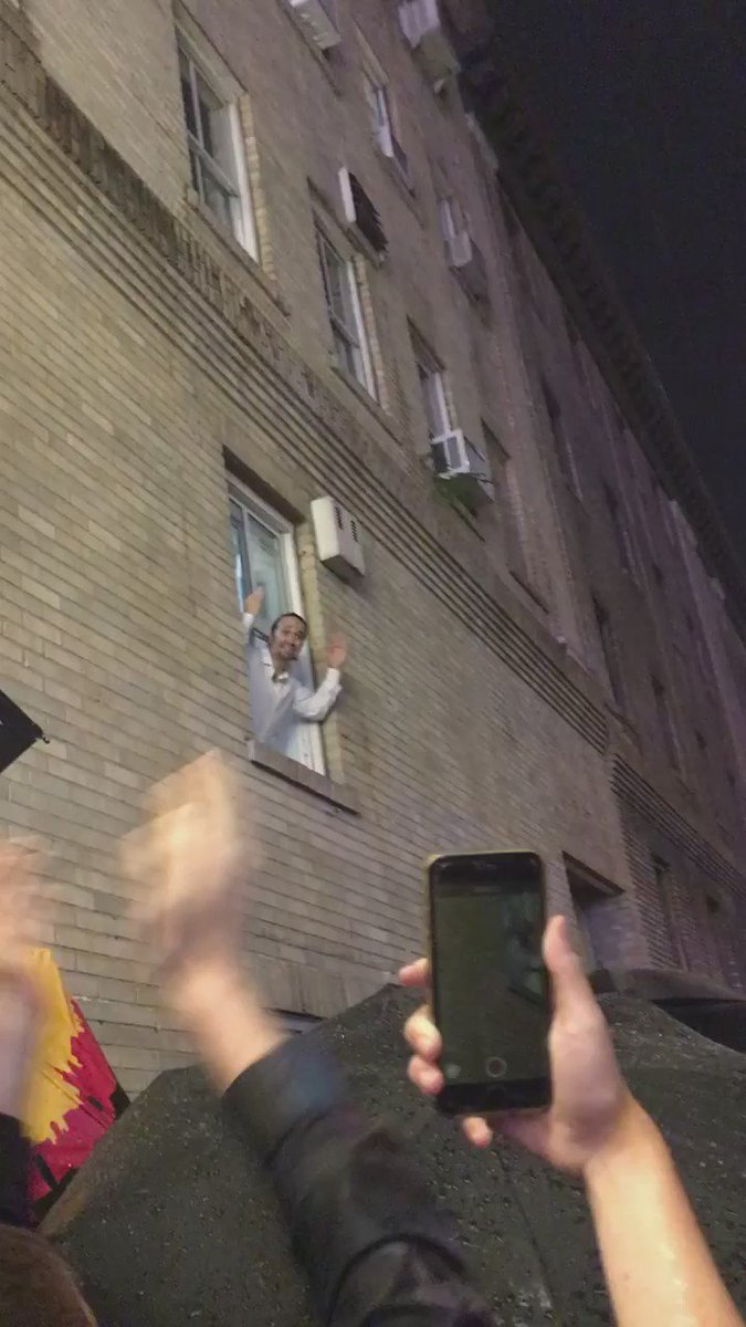 More iconic moments. After bowing on stage, @Lin_Manuel Miranda had his Evita moment from the window of his dressing room. Saying goodbye to #Hamilton was a long affair, and our founder had the pleasure of catching this too.