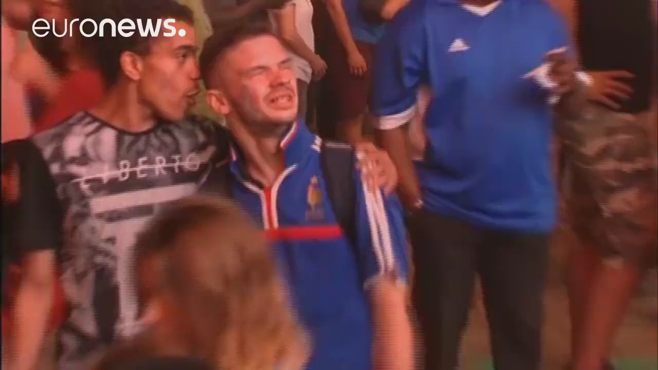 RT @UItraSuristic: This is beautiful. A little boy supporting #POR consoles a #FRA fan after the #EURO2016 final. This is football. https:/…