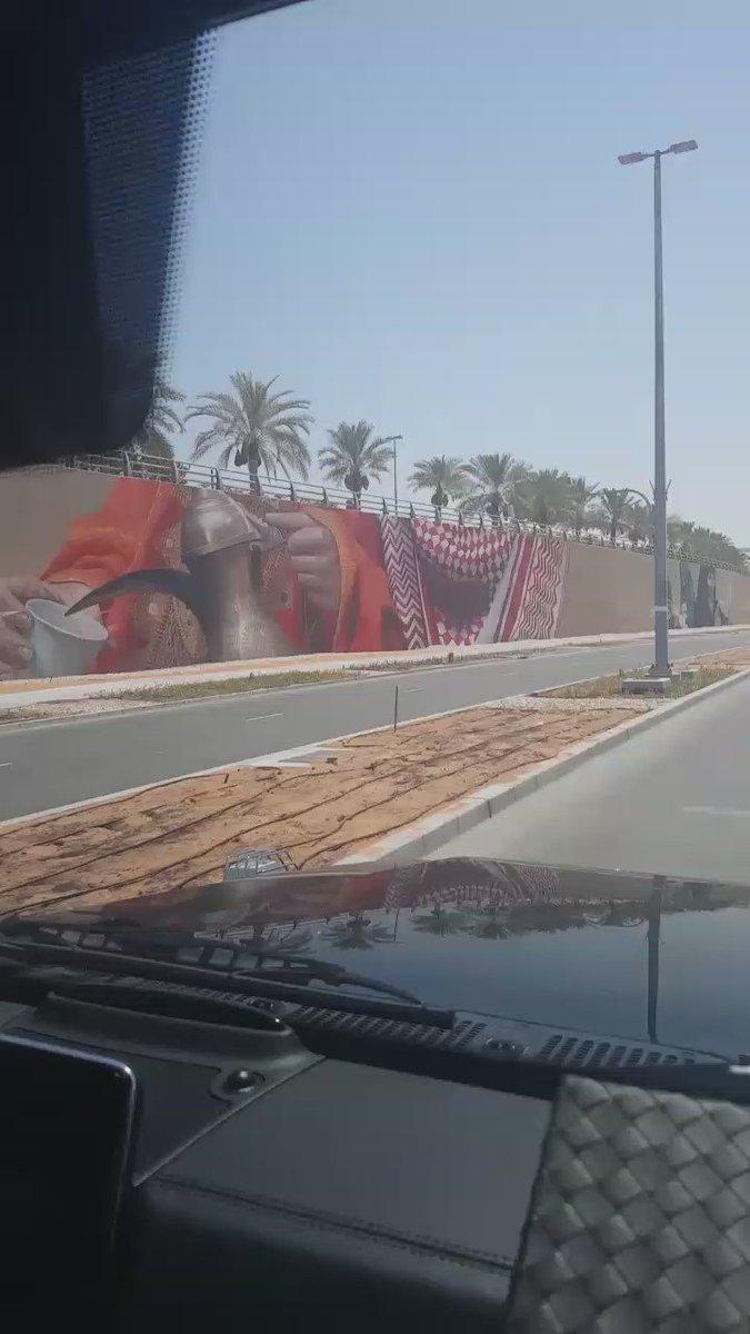 أكبر لوحة جدارية فنية في الدولة ..  تجسيد جميل لتقاليد #دولة_الإمارات في العاصمة ، إمارة #أبوظبي ❤ https://t.co/qRa3lTTbjA