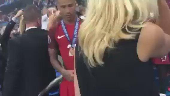 Like a proud father, Alex Ferguson patiently waits to congratulate Ronaldo... https://t.co/cYS5SM475c