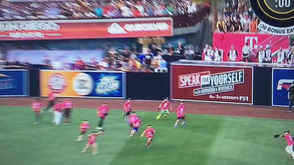 ball shagger gets clock cleaned https://t.co/4687yoWQZi