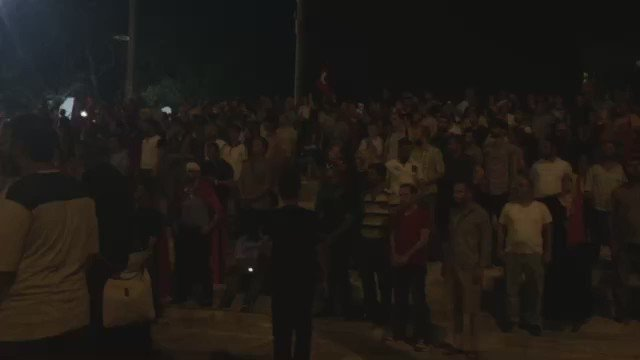 LIVE #Turchia. Piazza Taksim, Istanbul. La folla pro Erdogan intona l'inno nazionale. Video Carmela Giglio