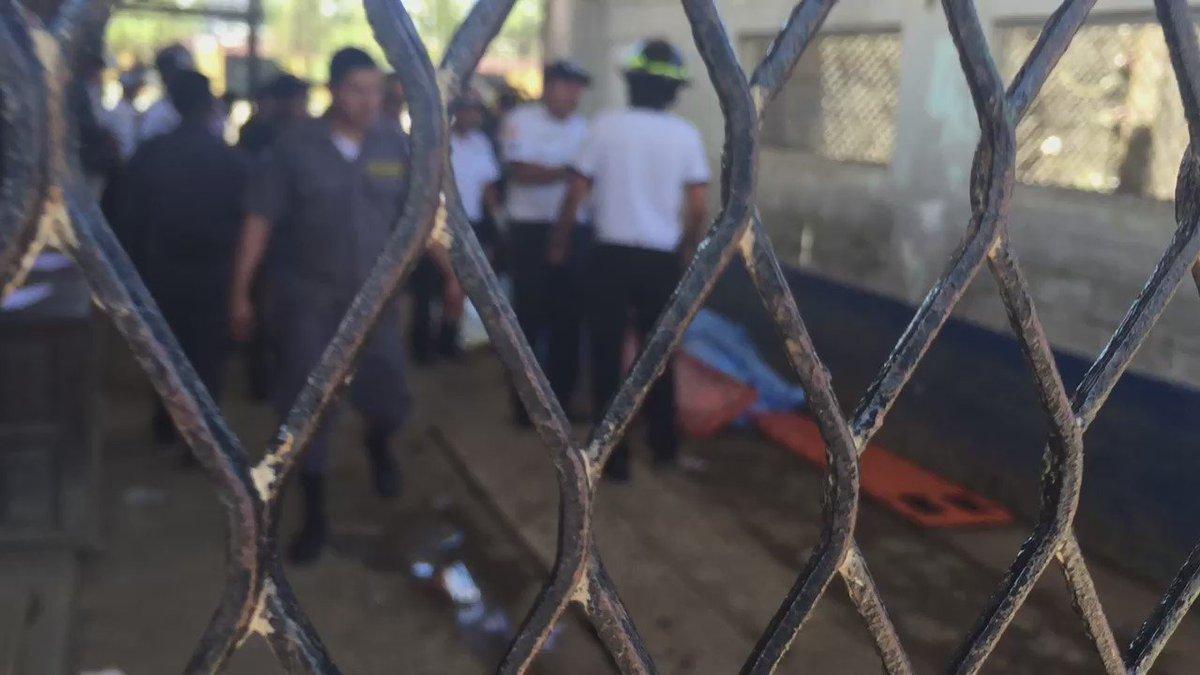 Él cadaver del capitán Byron Lima Oliva se encontraba en la entrada principal de Pavon https://t.co/NYYGlXM6se