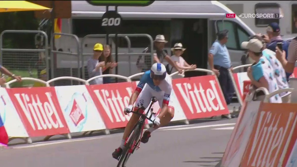 How not to negotiate the final corner of today's time trial - courtesy of Jeremy Roy and Oliver Naesen #TDF2016 https://t.co/FkCm14Lv6n