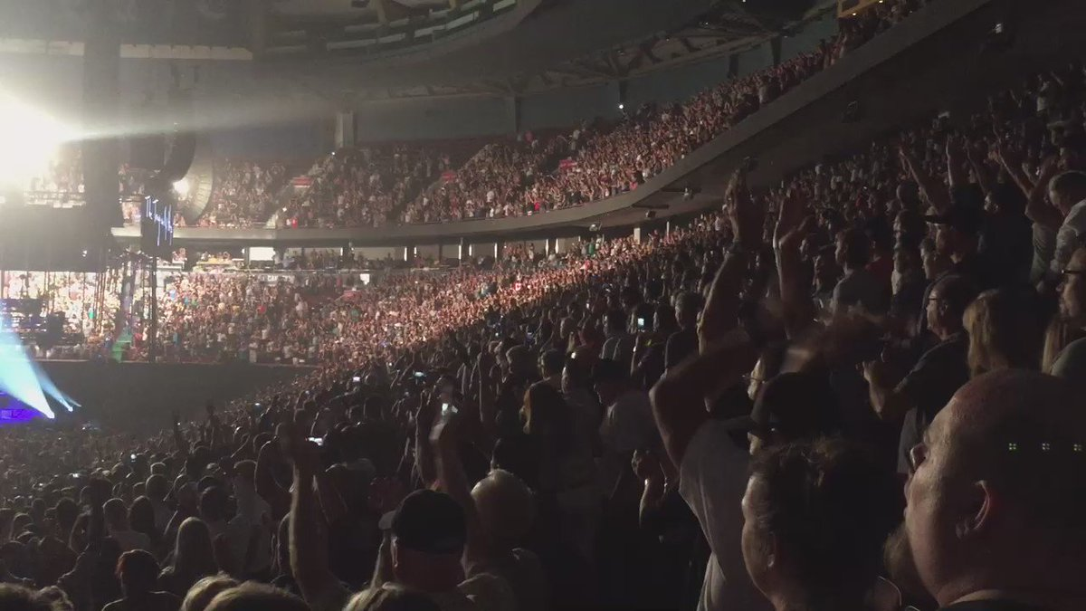 Entire band has left stage to give Gord Downie his moment. #thetragicallyhip #manmachinepoemtour https://t.co/rdgRgjqiKp