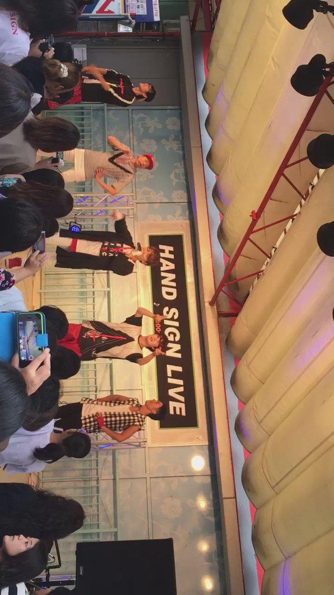 今日の平塚市オリンピックLIVE、HAN-KUN from湘南乃風!!!! 来てくれました*\(^o^)/* LIVEやってて最高の瞬間を地元で感じられて感無量です!! 星物語!!! https://t.co/mhrTIMOXcL