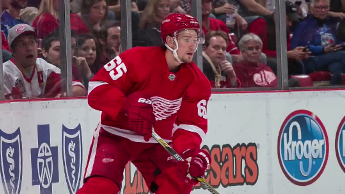 Danny DeKeyser signs a six-year, $30 million deal with the Red Wings.