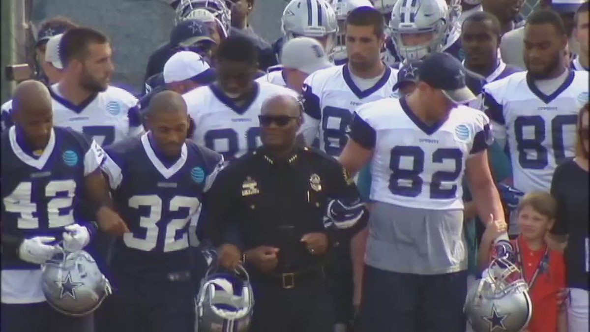 -@DPDChief, @Mike_Rawlings and family members of fallen police officers walk arm-in-arm with the #Cowboys in Oxnard. https://t.co/ySleRRM2Gi