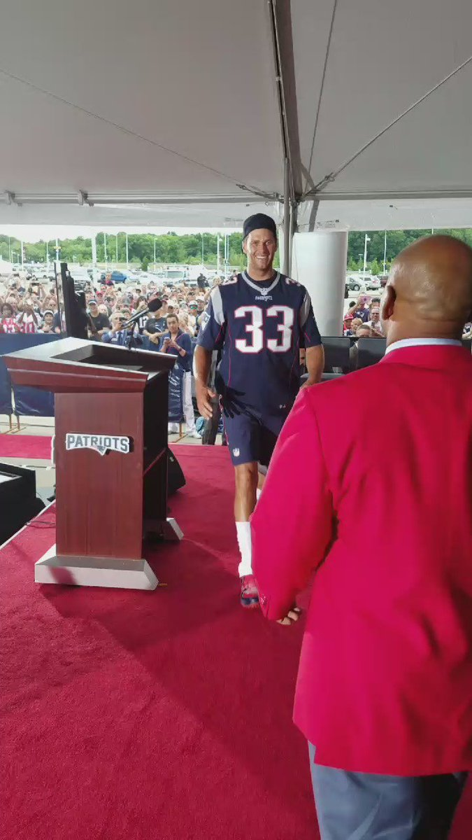 Surprise guest speaker rockin #33 supporting his guy kevin faulk https://t.co/tBdme8oghl