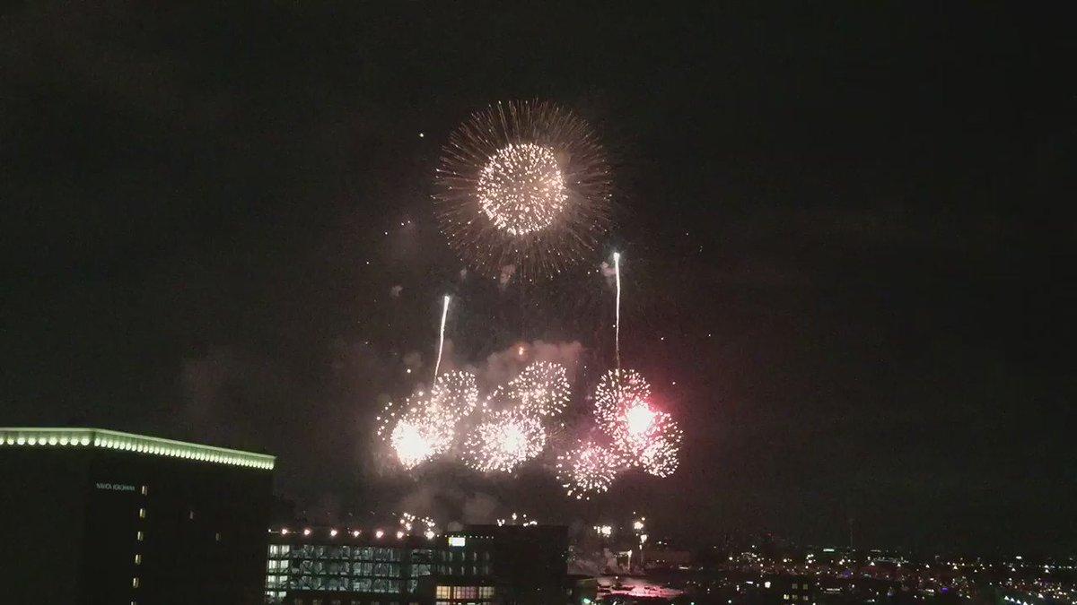 ちょっと不思議な色が変わる花火も披露されました https://t.co/htPGIfAcc5 #横浜 #花火 #神奈川新聞花火大会 https://t.co/S6SwGTF8LA