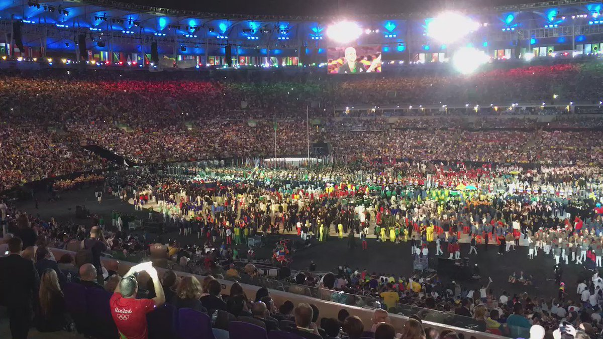 A rousing emotional welcome for #RefugeeOlympicTeam at #Rio2016 #OpeningCeremony #TeamRefugees @Refugees https://t.co/R05lWDgbgt