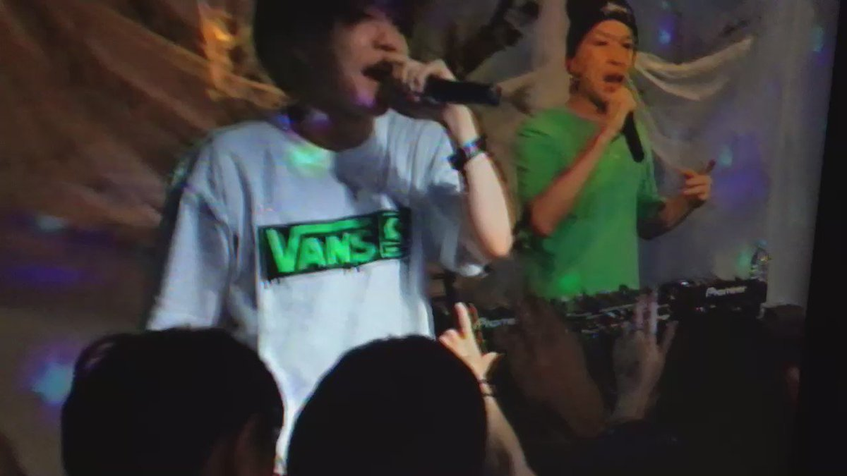 渋谷パルコ2.5D最終日に電波少女がステージ立ってもらえて本当に嬉しい #2_5_d https://t.co/2mOLr2luK9