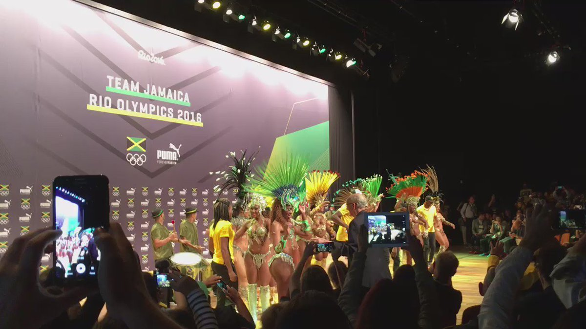 This is how the Usain Bolt press conference ended. That's him in the middle. Tell me he ain't winning in #Rio2016. https://t.co/Cac9NjOyaT