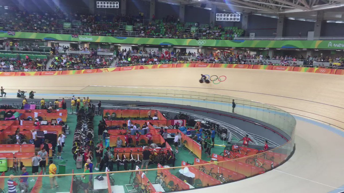 Amazing!!!!!!!!! @TeamGB win GOLD!!! So lucky to be there to witness @BritishCycling dominate in the velodrome