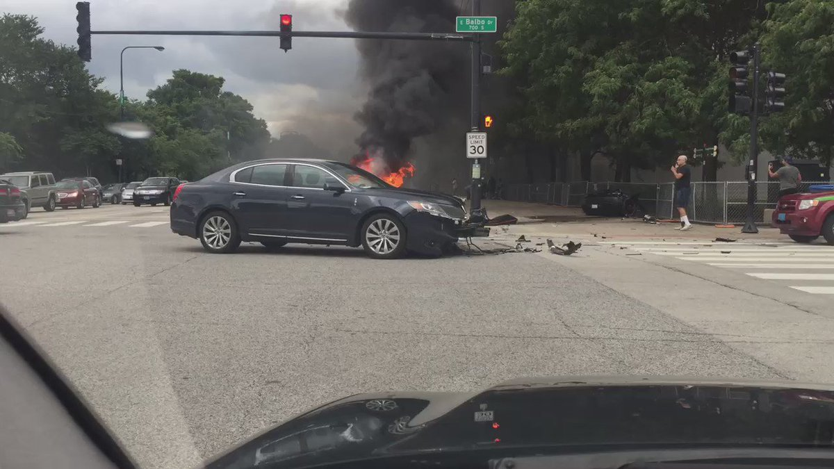 Just left corner of Balbo and Columbus in Chicago Guy pulled from this car before explosion! #Chitown https://t.co/cVDxxFNLcd