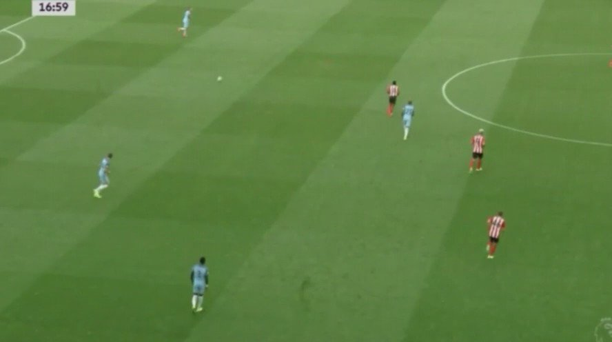 First intervention of Pep Guardiola in @ManCity -  False full backs (Sagna & Clichy in midfield) https://t.co/3CqatXI5qJ