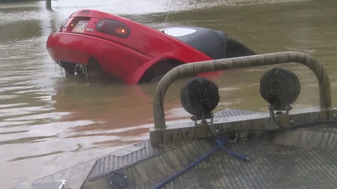RT @JordanStrack: WOW. Absolutely incredible video of a water rescue in Baton Rouge. This video is from our sister station WAFB. https://t.…