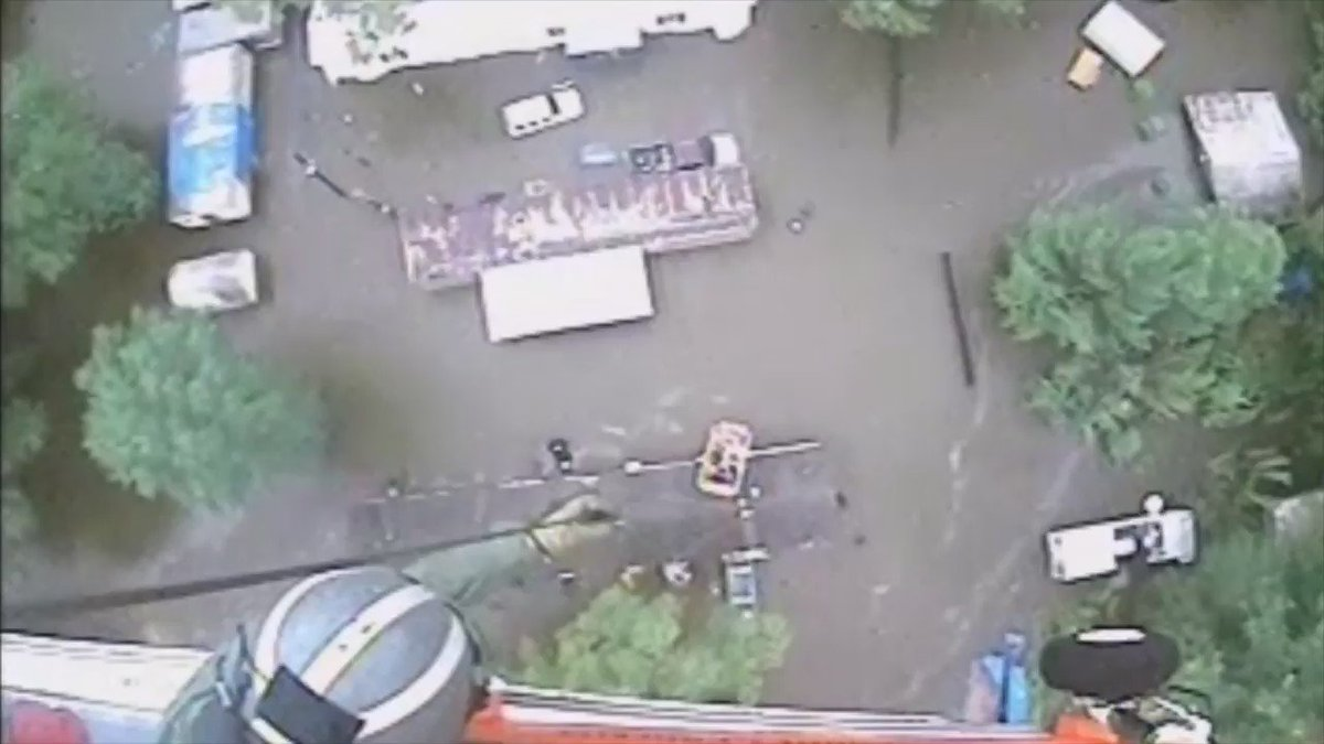 #USCG crews have rescued more than 50 ppl from rooftops, automobiles & trailers due to Baton Rouge flooding. https://t.co/w0SPhgasYa
