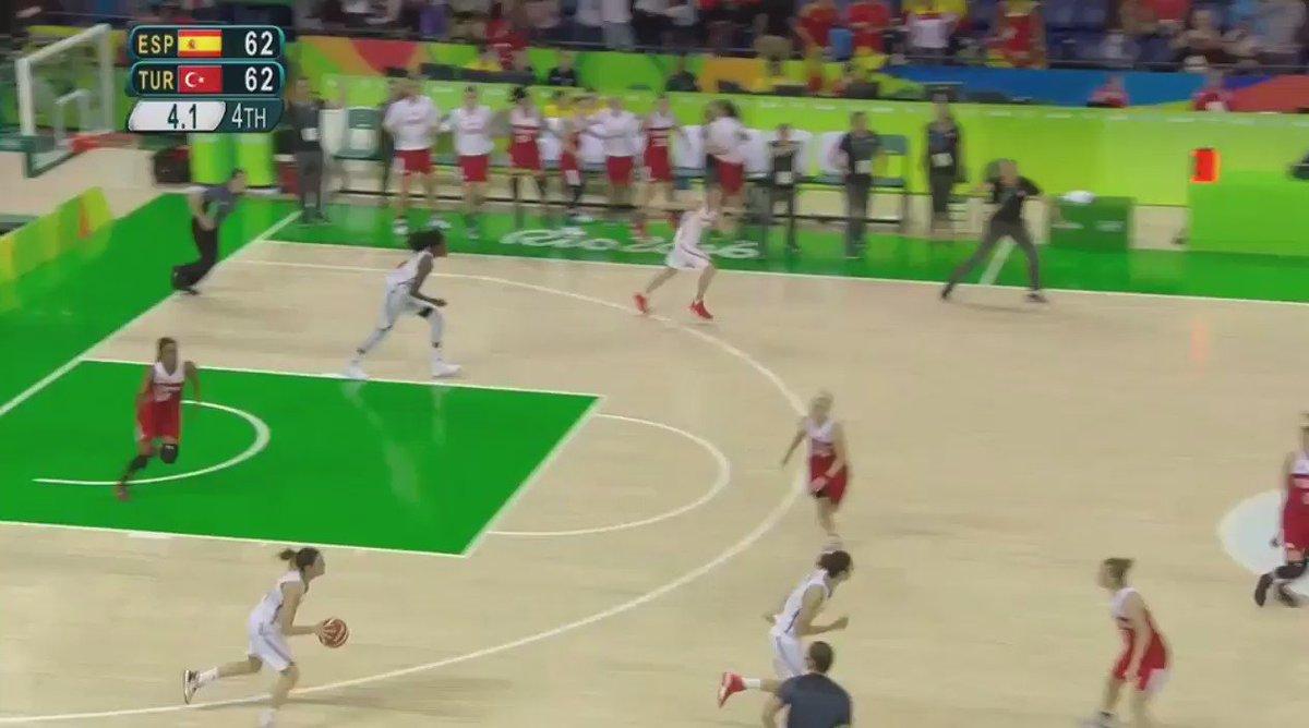 #Rio2016 8 puntos en 2'30 y esta canasta ganadora para meter a España en semis. ¡Una @annacruz_15 heroica! https://t.co/6GkUsdBQTE