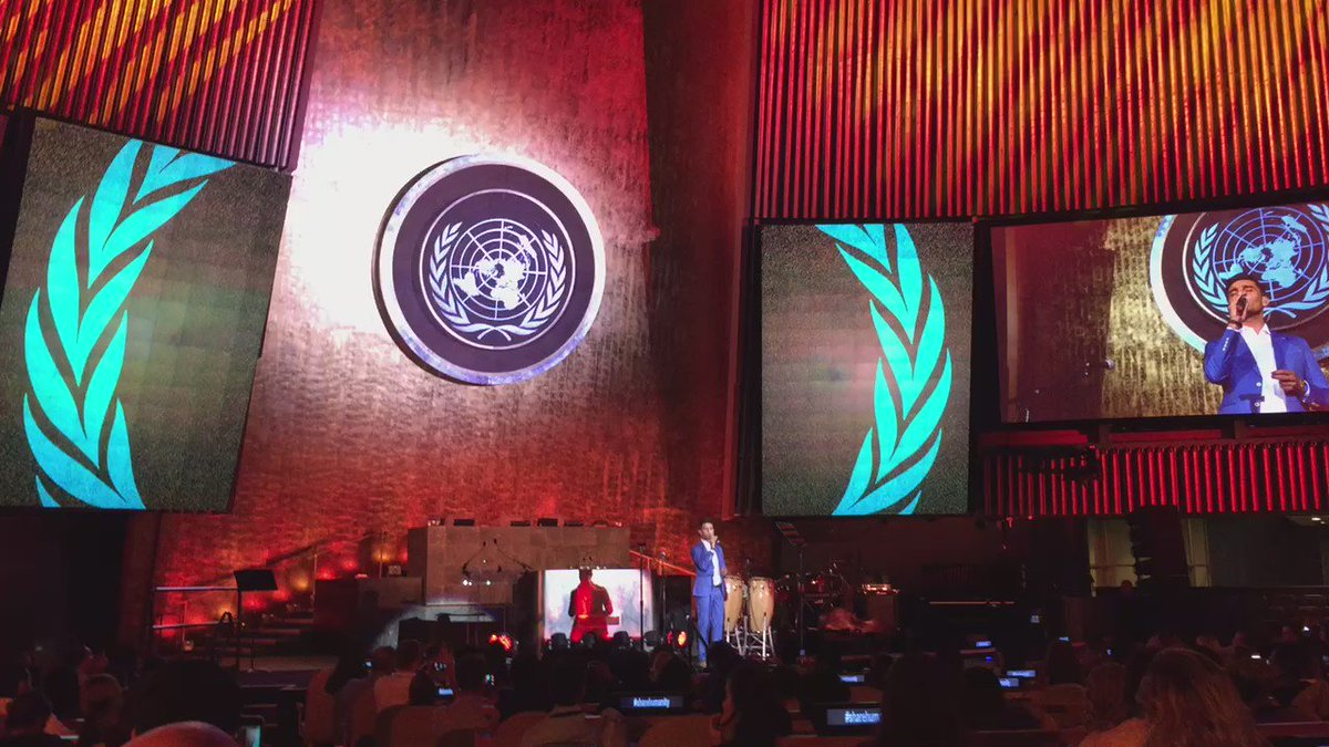 So beautiful. @MohammedAssaf89 sharing his gift with the world. #ShareHumanity https://t.co/rOAeBZHRMm