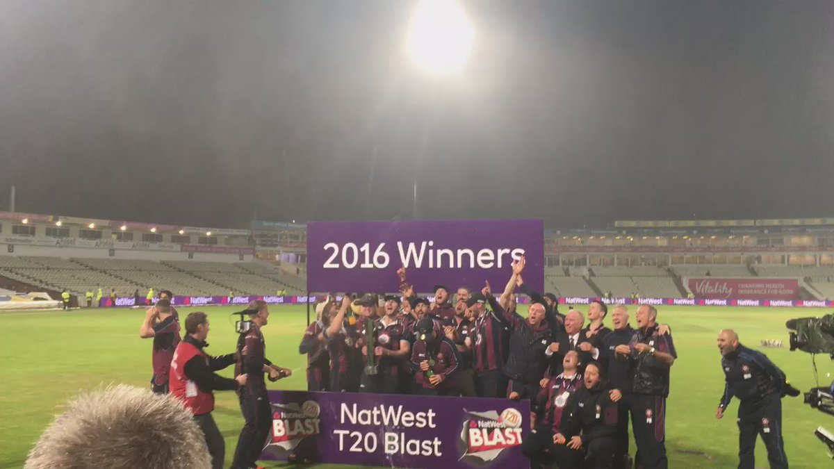 Steelbacks singing The Fields Of Green. Pride in the shirt, showcased on the big stage. https://t.co/zyav2bAL4N