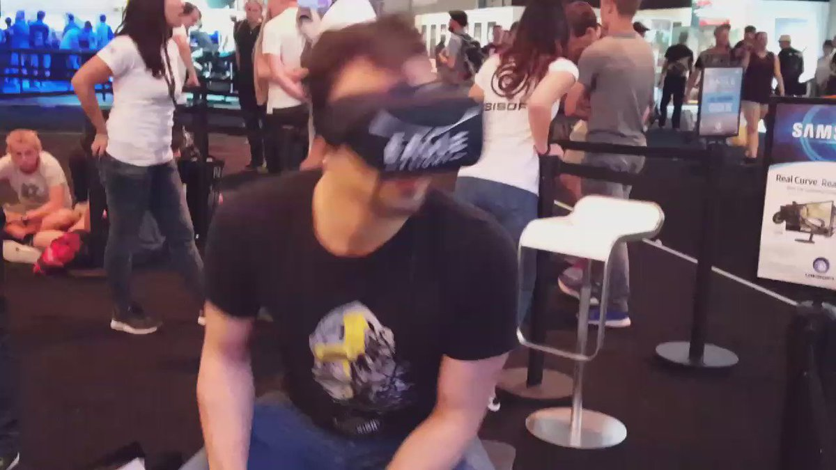 Ramin is the most active #EagleFlightVR player seen at #UbiGamescom! He's truly become the eagle! #gamescom2016 https://t.co/NwIZBNyxuj