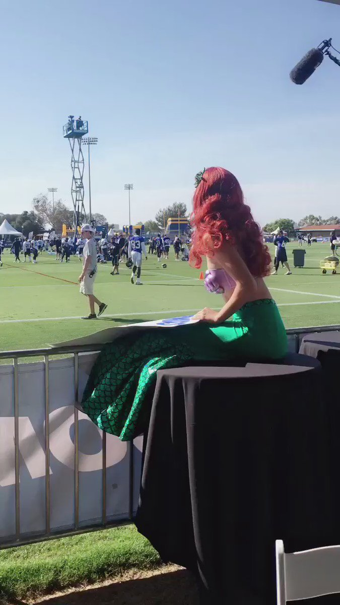 Will Hayes has a special visitor at practice today! #SaveTheMermaids https://t.co/8Fr2HniahU