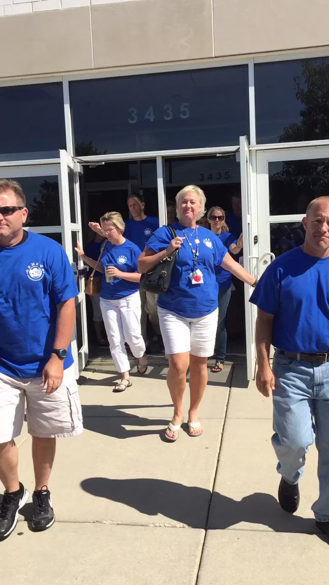 Geneva staff is off to #KeepMovingForward! Have a great year everyone! #Geneva304 https://t.co/mvaWHGkY1f