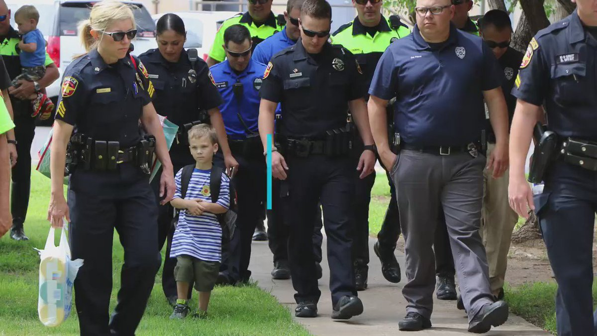 These police officers didn't want Jackson to start his first day of Pre-K alone. (h/t Humankind)