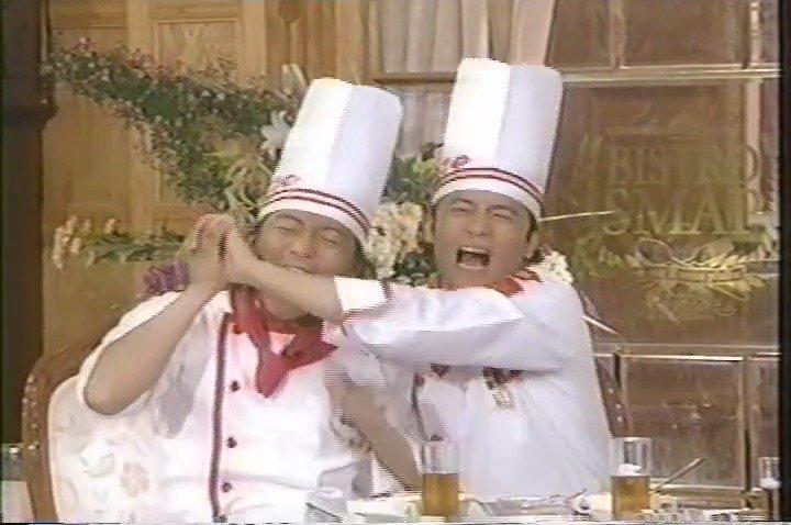 【SMAP MEMORIAL】  ビストロSMAPでの木村くんの勝利の「ワニ噛み」(笑) 被害の多かった吾郎の手をずっと握って謝る木村くん。いたたまれなくなって俯いて下を向いてしまうしんつよ(笑) 必死に調理する中居シェフwww https://t.co/X9ah5R5spi