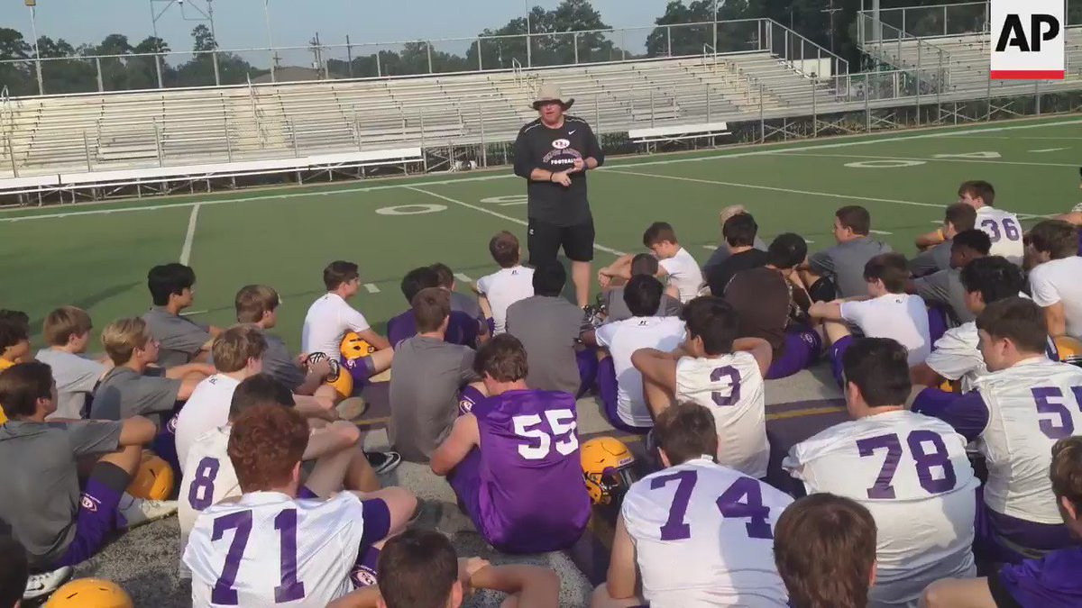 Friday night football becomes tonic for town hit by Louisiana's floods (adds video)