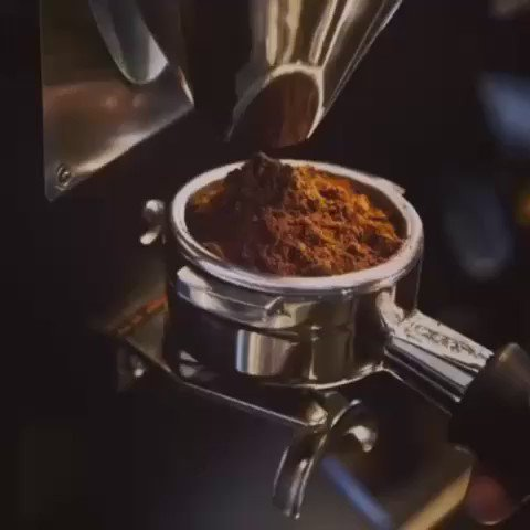 The tamper—like an artist's paintbrush—comes to life in the hands of the barista. #illyinspires https://t.co/wgPIRFmgPy