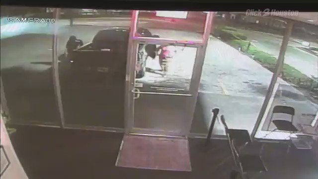 Two men, two women caught on camera smashing up a Simple Mobile store in NE Houston kprc2