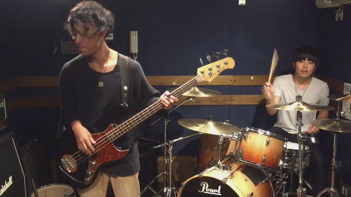 【演奏してみた】 すだっち(@sudatch)とやってみた第2弾。 ヒトリエ「シャッタードール」 #ドラムのオカズでゴハン #チョッパーでもゴハン https://t.co/8Tl583OhCJ