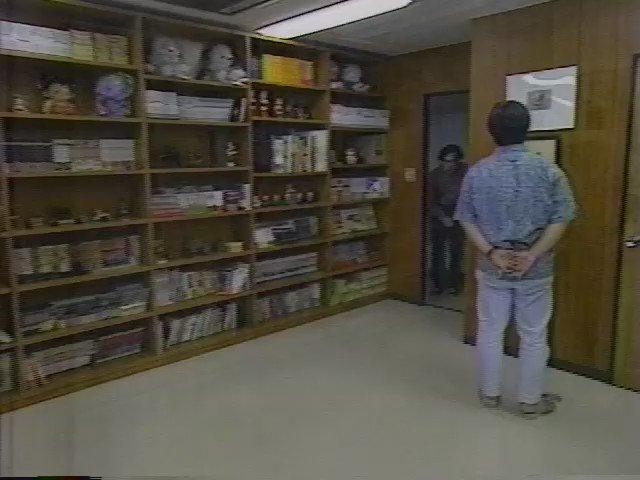 こち亀終了の話題で持ちきりですが、秋本治さんというとこの映像が忘れられない。大友克洋さんとの初対面時、大友さんが秋本さんをスタッフか誰かと勘違いしているシーン。腰が低い。1995-7-11 NHK教育『手塚治虫の遺産2』 https://t.co/mxN5MC8qBQ