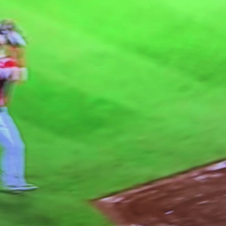 Bryce Harper just faked giving a souvenir https://t.co/UunsXvsack