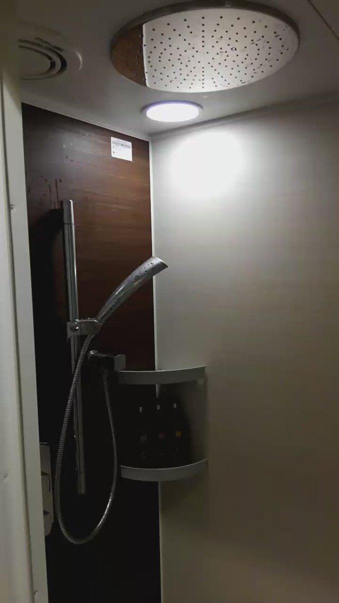 沖縄のホテルにチェックインシャワーが初見殺しで完全に不意打ち食らった pic.twitter.com/9kJONPEL81