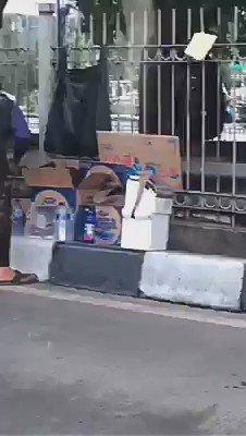 Hati-hati beli Aqua di pinggir jalan.