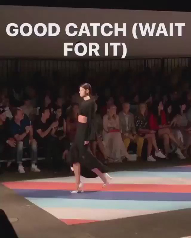 When a model is so professional that her earring drops on our runway & she doesn't miss a beat! ❤️ #AlisarAilabouni https://t.co/ej3GwlACaP