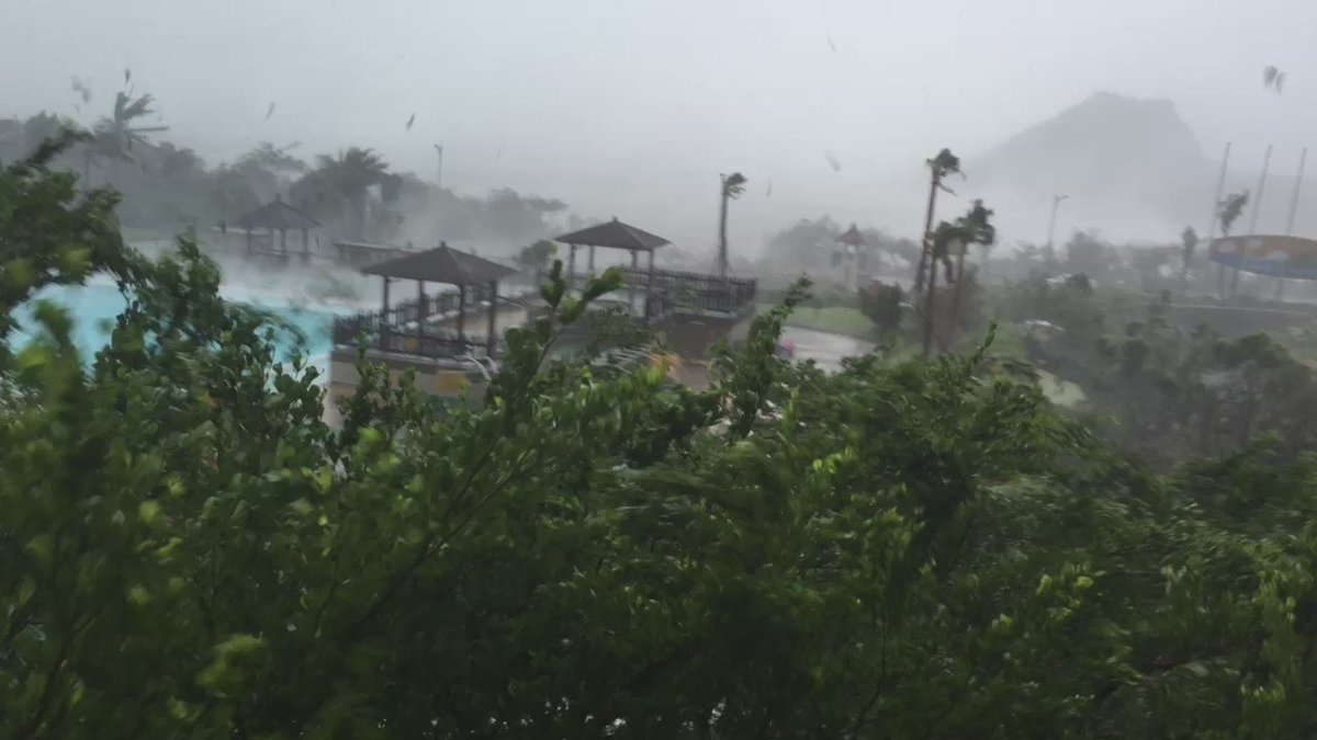 Wind gusts getting more and more violent in Kenting #Taiwan super #typhoon #Meranti https://t.co/CEDddv3PHa