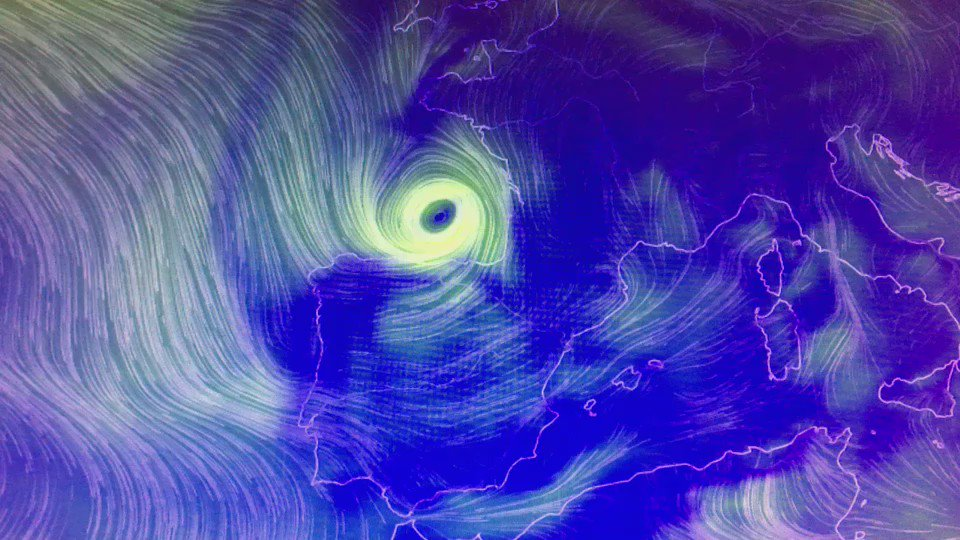 Se desata el temporal en el Cantábrico. Tienen justo encima una borrasca que traerá tormentas, vendavales y oleaje. https://t.co/9uPugusKPl