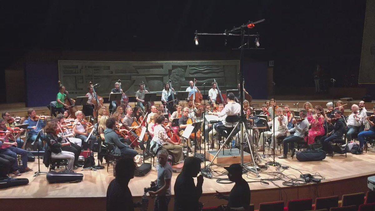 Moment de grâce au 104 de #radiofrance : @jeanmicheljarre enregistre les cordes de l'habillage de #franceinfo ! https://t.co/u9bo12Rnqm