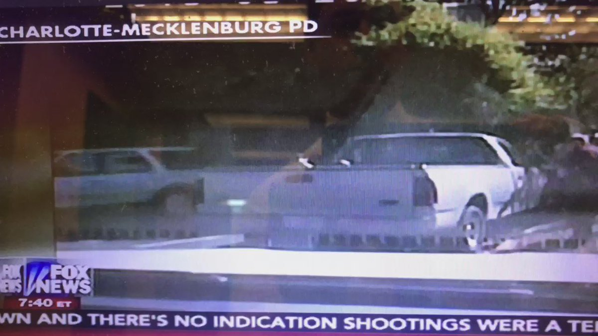 Charlotte police release DASH CAM video of Keith Scott shooting @KTVU