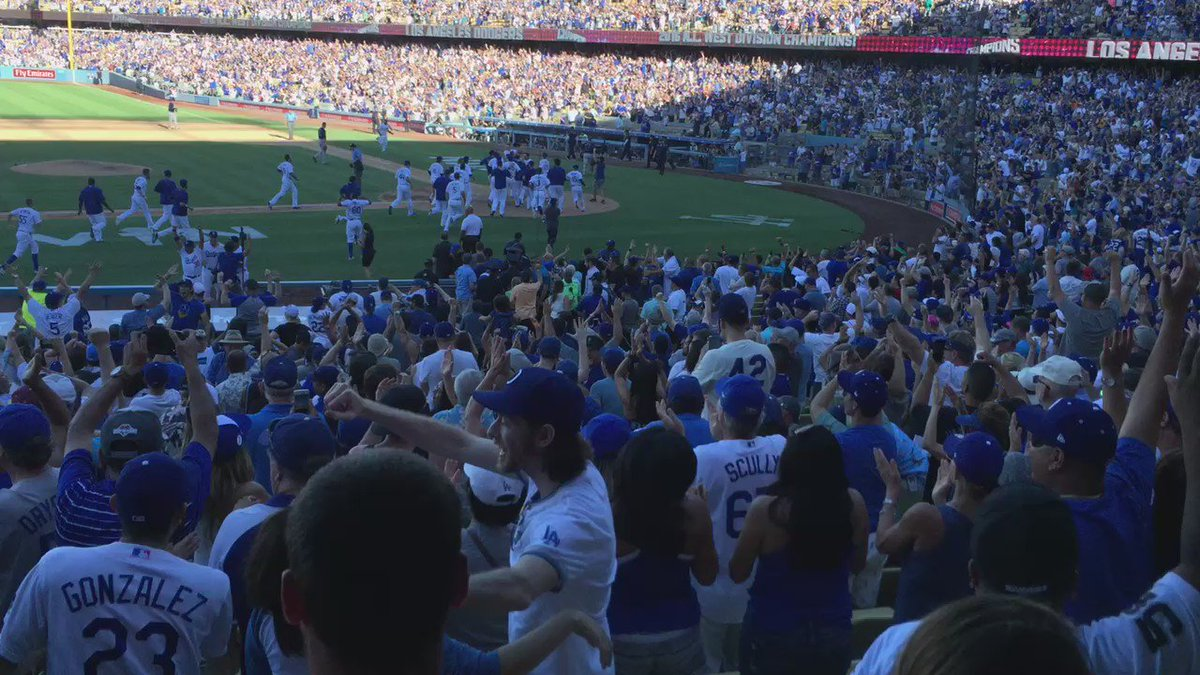 A Hollywood Script ending! #WinForVin with an extra-inning HR! #abc7eyewitness https://t.co/UStFeQgkgT
