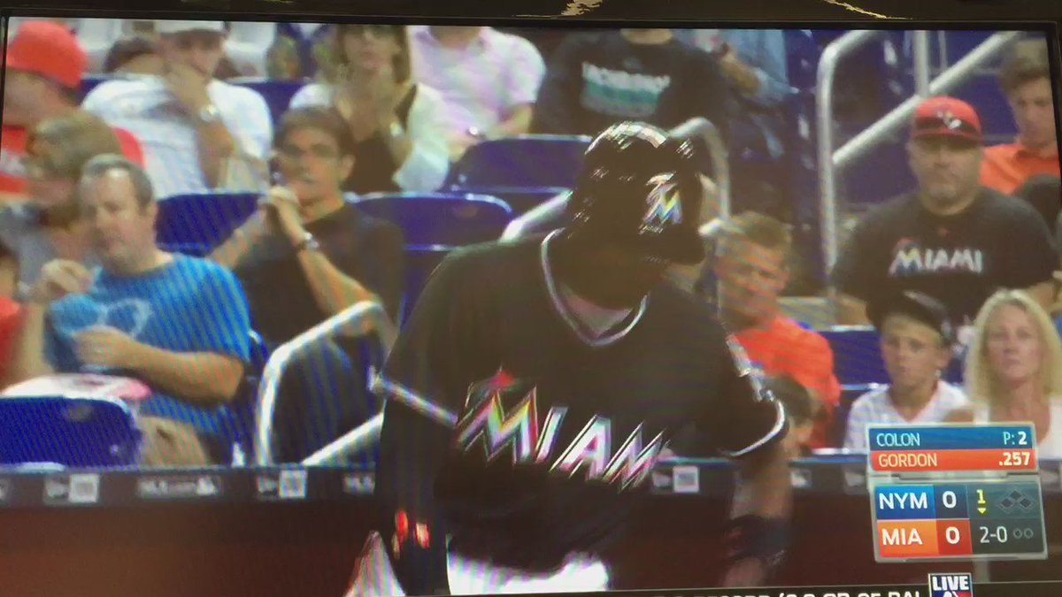 RT @SportsCentraI_: Dee Gordon wears José Fernandez's helmet and blasts his 1st homer of the season, amazing. https://t.co/ha9pjwbDjg